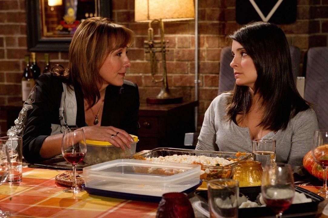 Wird Cate (Shiri Appleby, r.) Lavernes (Cynthia Stevenson, l.) Rat befolgen und mit Ryan zusammenziehen? - Bildquelle: The CW   2010 The CW Network, LLC. All Rights Reserved