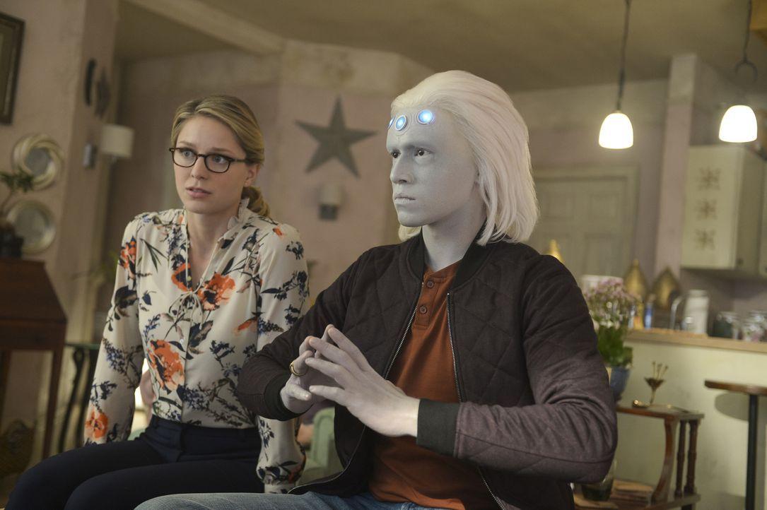 Kara (Melissa Benoist, l.); Querl alias Brainiac - 5 (Jesse Rath, r.) - Bildquelle: Sergei Bachlakov 2018 The CW Network, LLC. All Rights Reserved.