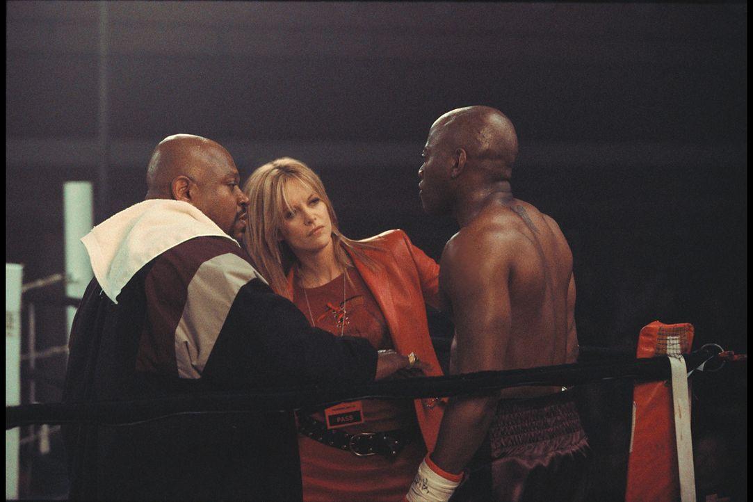 Gemeinsam mit Boxveteran Felix Reynolds (Charles S. Dutton, l.), den sie erfolgreich aus dem Ruhestand locken konnte, macht sich Jackie Kallen (Meg... - Bildquelle: Paramount Pictures