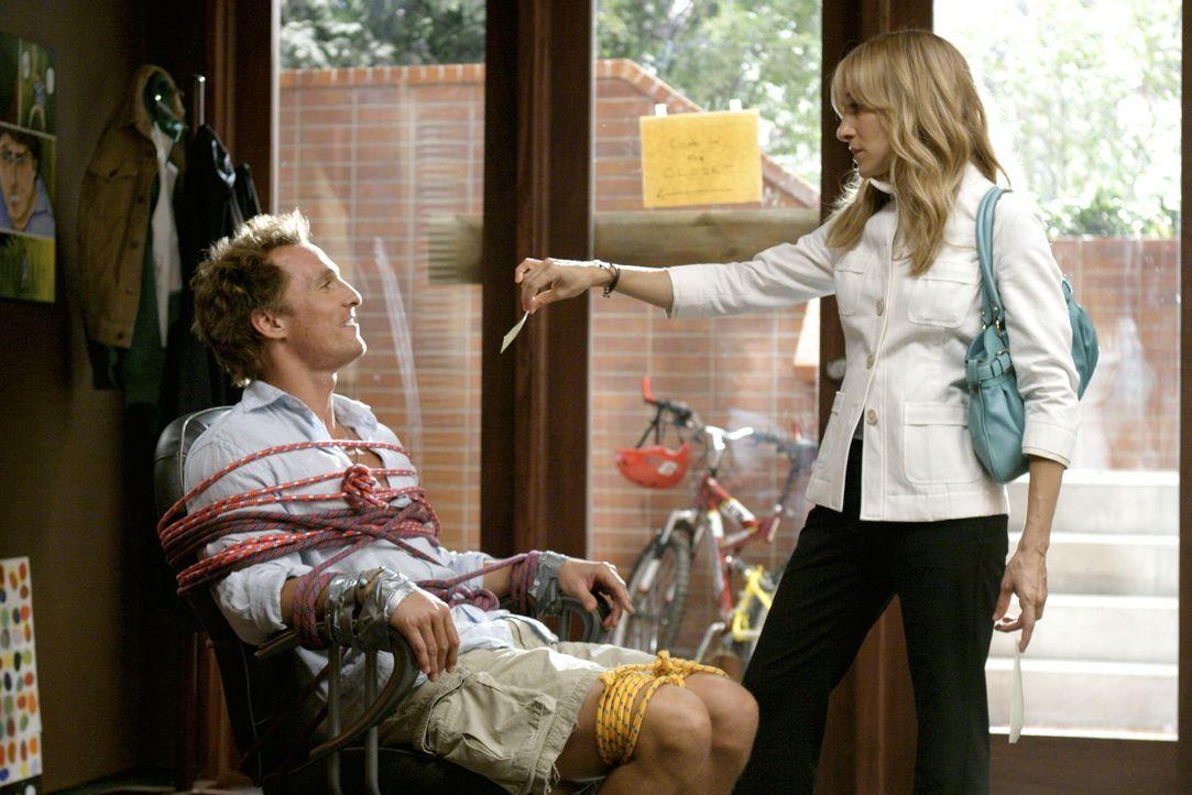 Bei ihrem Job, Tripp (Matthew McConaughey, l.) zum ausziehen aus dem elterlichen haus zu verführen, verliebt sich Paula (Sarah Jessica Parker, r.)... - Bildquelle: TM &   Paramount Pictures. All Rights Reserved.