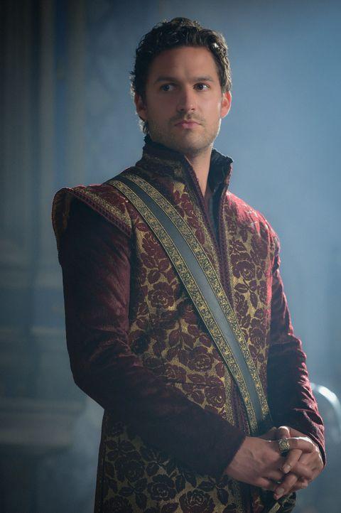 Trachtet König Antoine (Ben Aldridge) wirklich nach dem französischen Thron und würde dafür vor nichts zurückschrecken? - Bildquelle: Ben Mark Holzberg 2015 The CW Network, LLC. All rights reserved.