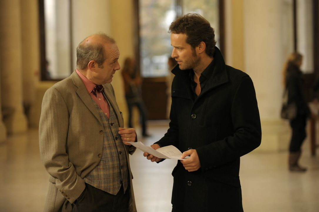 Was will Matthieu (Guillaume Cramoisan, r.) von Professor Valette (Jean-Pol Brissart, l.)? - Bildquelle: 2008 - Beaubourg Audiovisuel/BeFilms/RTBF (Télévision Belge)