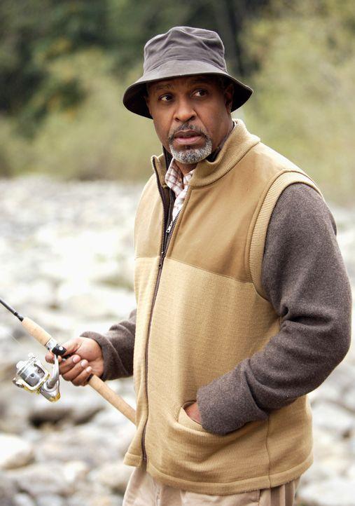 Derek sucht bei einem Camping-Ausflug Freiräume und da er nicht allein fahren möchte, hat er Burke eingeladen, der zu seiner Überraschung aber auch... - Bildquelle: Touchstone Television