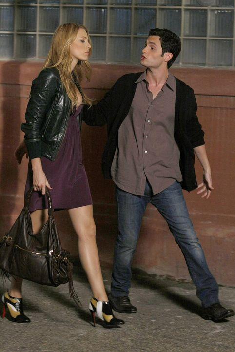 Dan (Penn Badgley, r.) soll Blair helfen, was er aber nur tut, um seine neu aufkeimende Freundschaft mit Serena (Blake Lively, l.) nicht zu gefährde... - Bildquelle: Warner Brothers