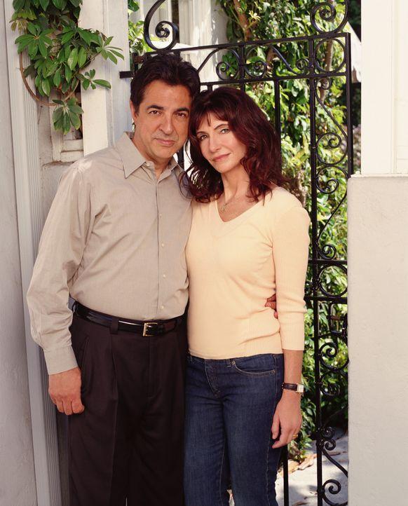(1. Staffel) - Um ein neues Leben zu beginnen, ziehen Will (Joe Mantegna, l.) und Helen (Mary Steenburgen, r.) mit ihren drei Kinder nach Arcadia ... - Bildquelle: Sony Pictures Television