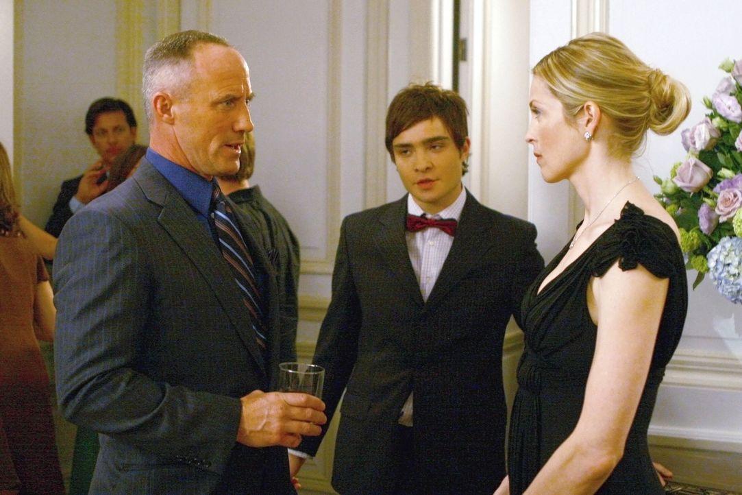 Einen Tag vor der Hochzeit haben Bart (Robert John Burke, l.) und seine Braut (Kelly Rutherford, r.) eine Meinungsverschiedenheit, weil Lily nach ih... - Bildquelle: Warner Bros. Television