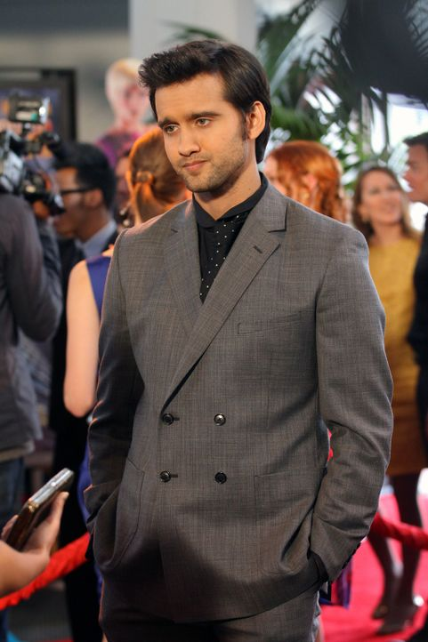 Navid Shirazi (Michael Steger) lässt sich auf seiner großen Filmpremiere auf dem Roten Teppich feiern, doch es kommt zu einem Zwischenfall, der ih... - Bildquelle: 2012 The CW Network. All Rights Reserved.