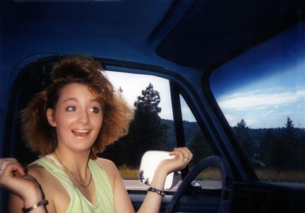 Tina Loesch (Bild) strauchelt von einer unglücklichen Liebe in die nächste, bis sie im Gefängnis auf Skye Hanson trifft und sich verliebt. Ihre Elte... - Bildquelle: 2013 NBCUniversal ALL RIGHTS RESERVED.