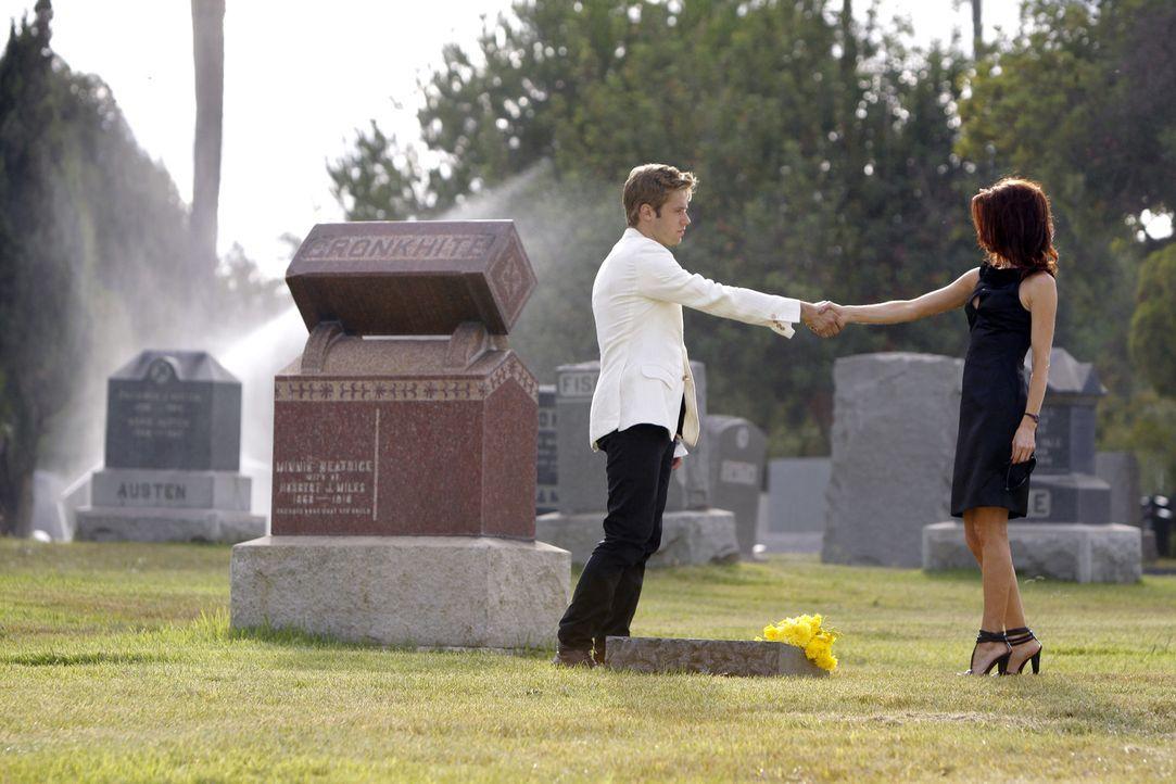 So haben sich David (Shaun Sipos, l.) und Sydney (Laura Leighton, r.) kennengelernt - und jetzt ist sie tot und er wird verdächtigt... - Bildquelle: 2009 The CW Network, LLC. All rights reserved.