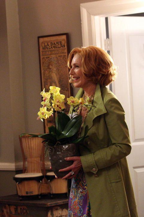 Martha (Susan Sullivan) ist stolz auf ihre Enkelin Alexis, die mit ihrem Freund in eine eigene Wohnung gezogen ist ... - Bildquelle: ABC Studios