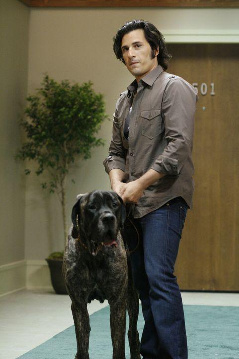 Während Kyle und Amanda entführt wurden, macht Jesse Bekanntschaft mit Cassidy (Hal Ozsan) und desen Hund ... - Bildquelle: TOUCHSTONE TELEVISION