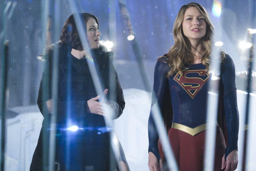 Gemeinsam schmieden Supergirl (Melissa Benoist, r.) und Alex (Chyler Leigh, l.) einen Plan, um National City vor Rhea zu beschützen ... - Bildquelle: 2016 Warner Brothers