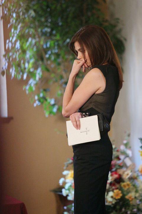 Susans (Teri Hatcher) Freunde und Nachbarn kommen zu Mikes Beerdigung. Alle denken zurück an wichtige Augenblicke ihres Lebens, in denen Mike eine R... - Bildquelle: ABC Studios