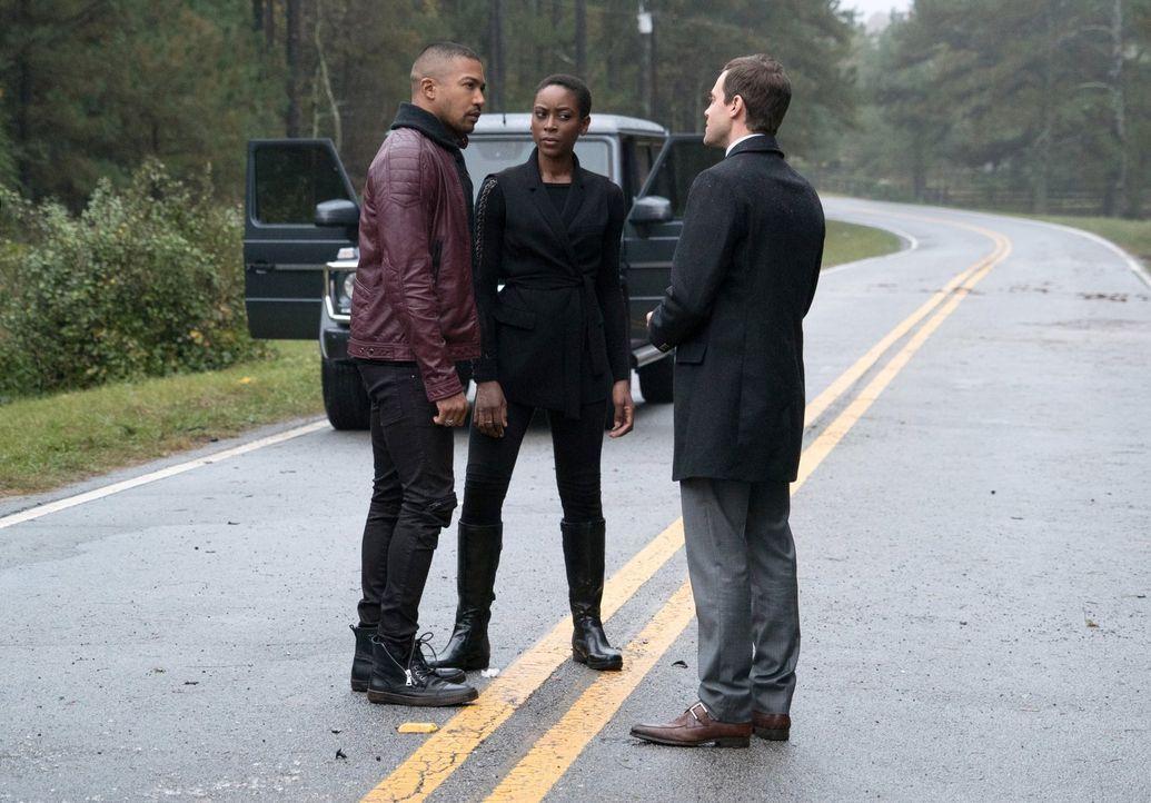 Auf wessen Seite wird Marcel (Charles Michael Davis, l.) letztendlich stehen, wenn es zum Showdown zwischen Aya (Tracy Ifeachor, M.), Tristan (Olive... - Bildquelle: Warner Bros. Entertainment, Inc.