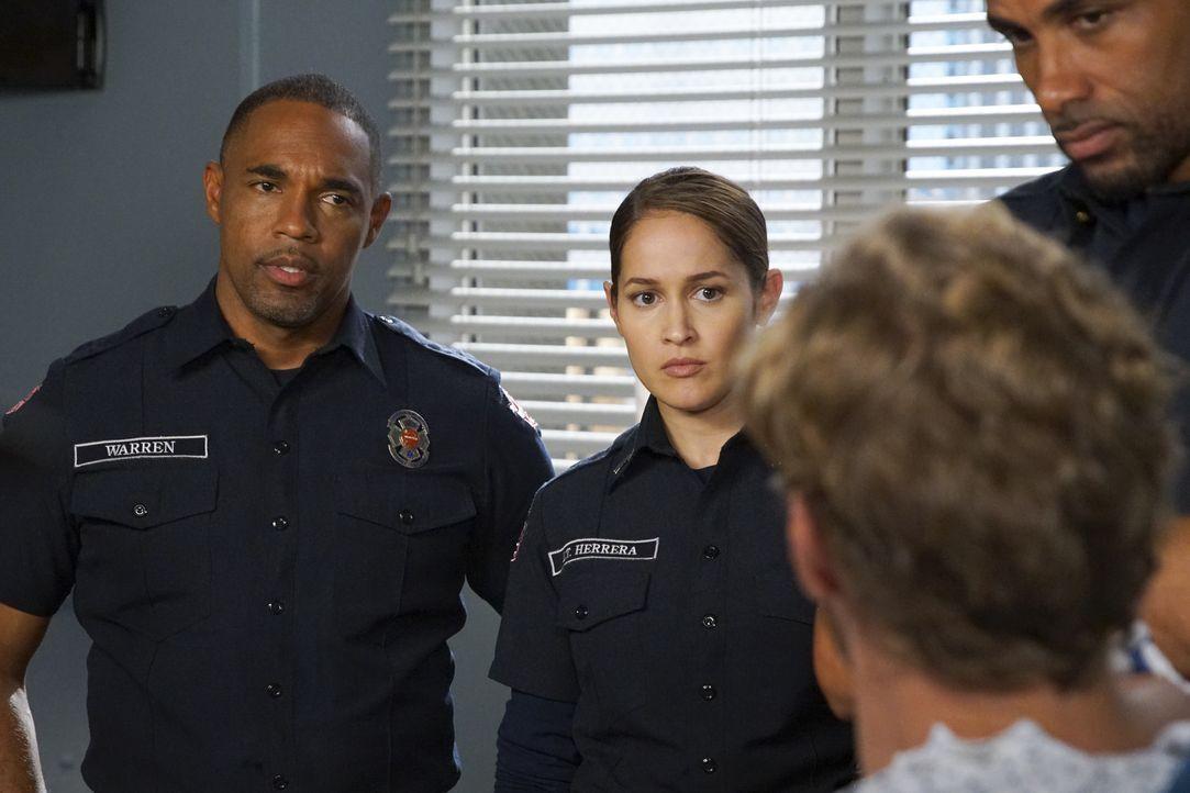 Ben Warren (Jason George, l.); Andy Herrera (Jaina Lee Ortiz, r.) - Bildquelle: Scott Everett White ABC Studios / Scott Everett White