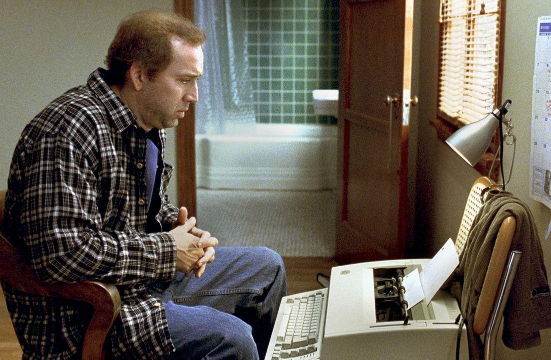 Eines Tages hat Drehbuchautor Charlie (Nicolas Cage) eine folgenreiche, wegweisende Inspiration: Er will sein eigenes Dilemma als Rahmenhandlung in... - Bildquelle: 2003 Sony Pictures Television International