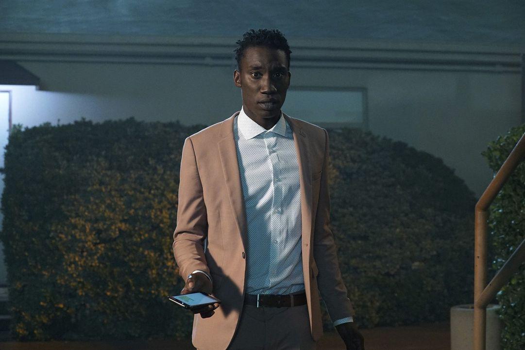 Weiß Barrett Hopper (Nathan Stewart-Jarrett) zu viel? Als er sein Büro verlässt, wird er von einer Person überrascht, die alles verändert ... - Bildquelle: Warner Bros.