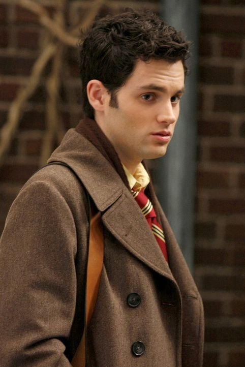 Während Lily und Rufus auf der Suche nach ihrem Sohn sind, hadert Dan (Penn Badgley) damit, ob Serena darüber informieren sollte ... - Bildquelle: Warner Brothers