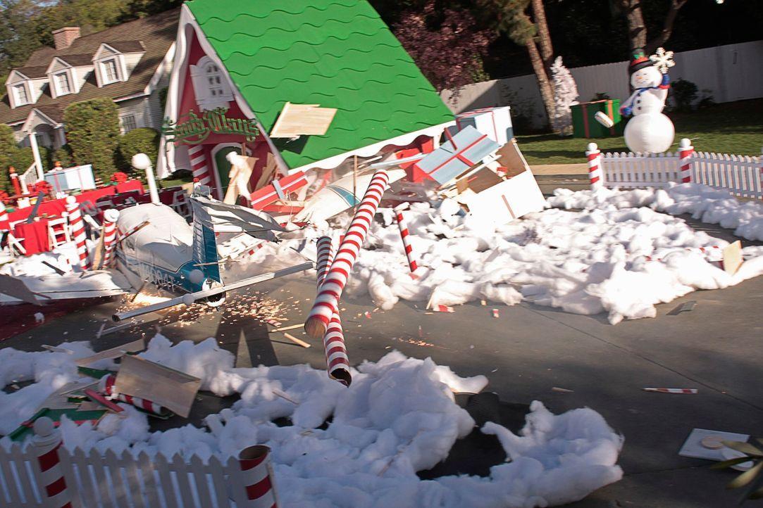 Ein abstürzendes Flugzeug zerstört nicht nur ein Weihnachtsfest, sondern auch das Leben einiger Bewohner der Wisteria Lane ... - Bildquelle: ABC Studios