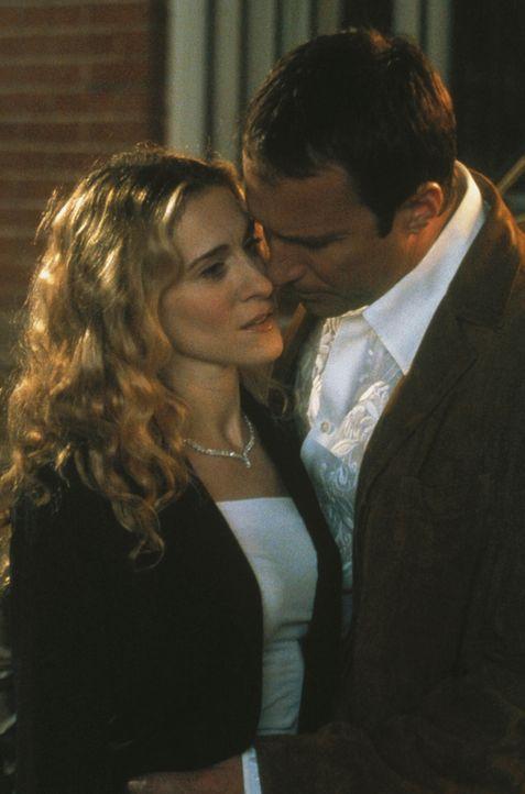 Was zunächst wie ein Rückfall aussieht, entwickelt sich zu einem neuen Anfang: Carrie (Sarah Jessica Parker, l.) und Aidan (John Corbett, r.). - Bildquelle: Paramount Pictures