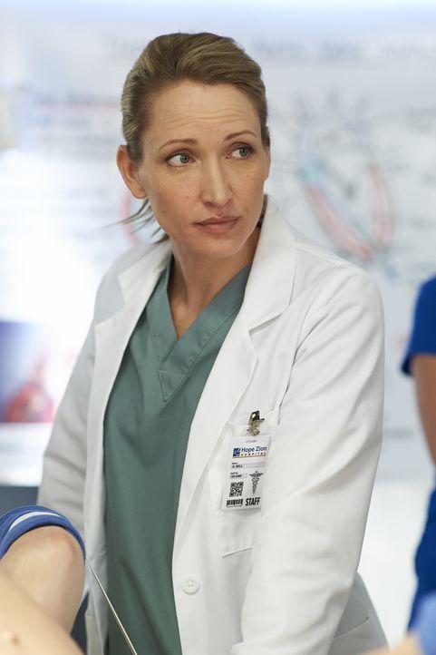 Für Dawn (Michelle Nolden) ist es immer noch schwer, dass Charlie sie für eine andere verlassen hat ... - Bildquelle: 2013  Hope Zee Two Inc.