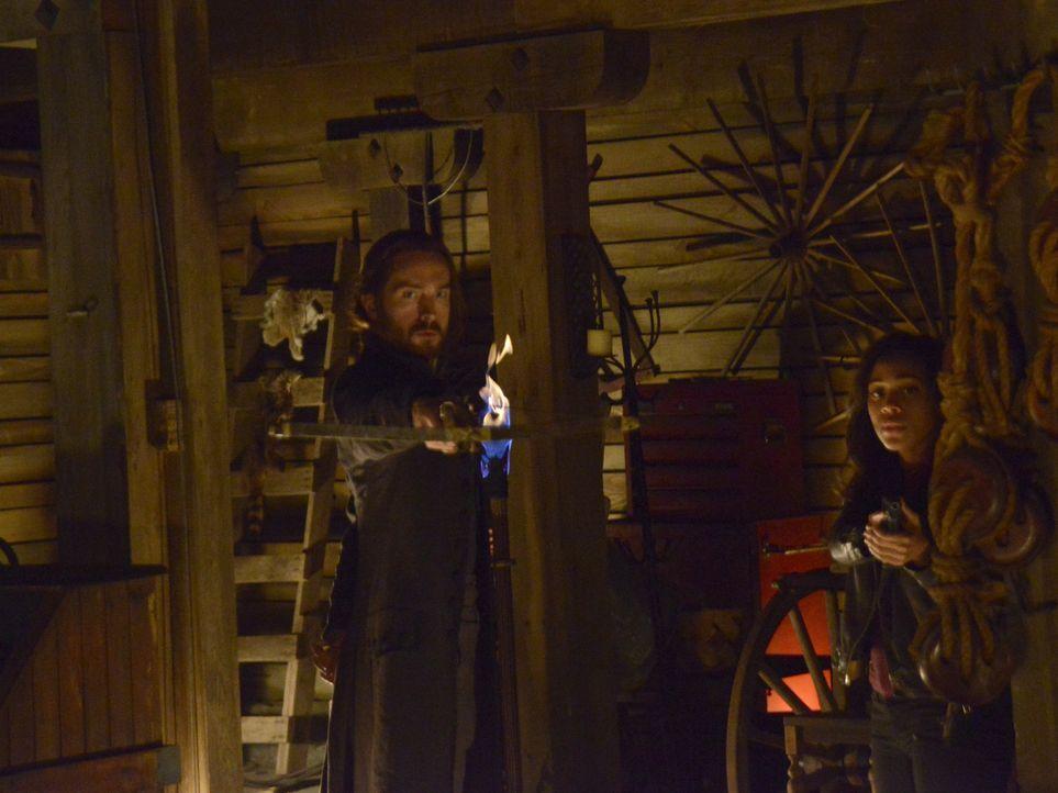 Während Ichabod (Tom Mison, l.) immer und überall das Böse vermutet, möchte Abbie (Nicole Beharie, r.) einfach mal die Ruhe genießen ... - Bildquelle: 2014 Fox and its related entities. All rights reserved