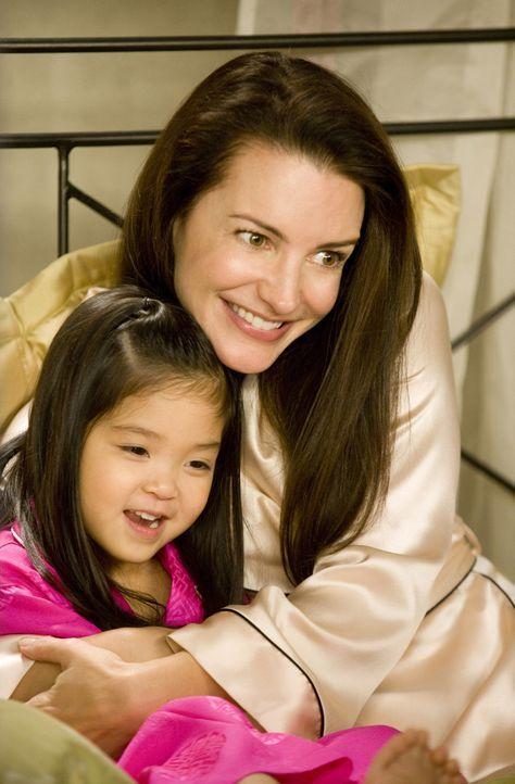 Wenn ihr Adoptivtöchterchen Lily (Alexandra / Parker Fong, l.) doch nicht alles nachplappern würde, was ihre Freundinnen so freimütig äußern: Charlo... - Bildquelle: Warner Brothers