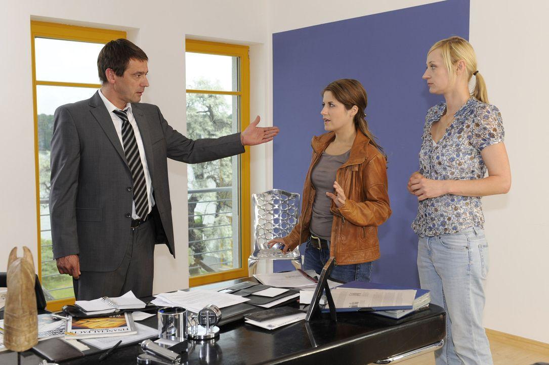 Bea (Vanessa Jung, M.) kann nicht glauben, dass Ben einfach so abgehauen ist und versucht, bei Stefan (Ulrich Drewes, l.) und Karin (Barbara Sotelse... - Bildquelle: SAT.1
