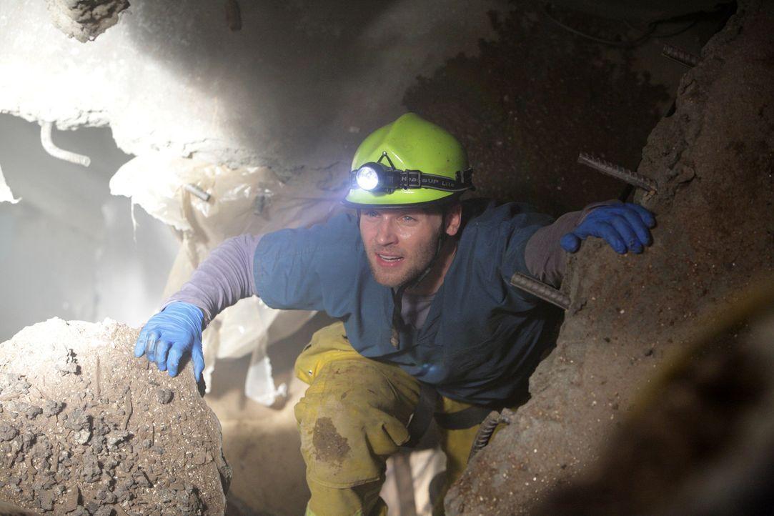 Begibt sich in gefährliche Tiefen: Dr. DeLeo (Mike Vogel) ... - Bildquelle: Warner Brothers