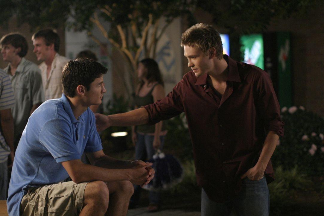 Nathan (James Lafferty, l.) und Lucas (Chad Michael Murray, r.) haben es in der Liebe alles andere als leicht ... - Bildquelle: Warner Bros. Pictures