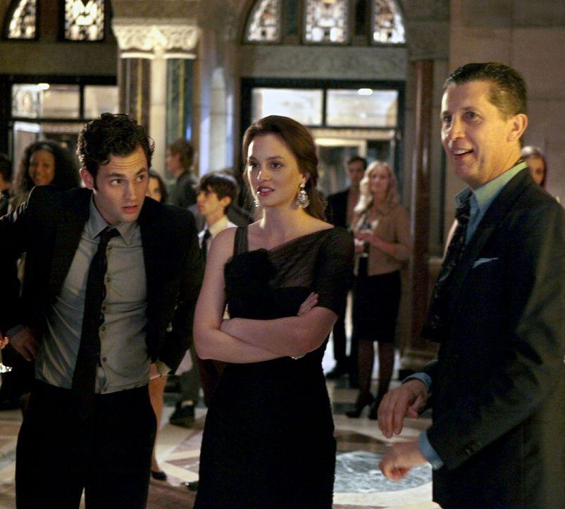 Noch genießen Blair (Leighton Meester, M.), Dan (Penn Badgley, l.) und Stefano Tonchi (Stefano Tonchi, r.) die Party ... - Bildquelle: Warner Bros. Television