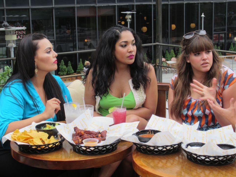 Auch zwischen Freunden gibt es mal Unstimmigkeiten: Rosie (l.), Lornalitz (M.) und Denise (r.) ... - Bildquelle: MMXII SiTv, Inc. All rights reserved.