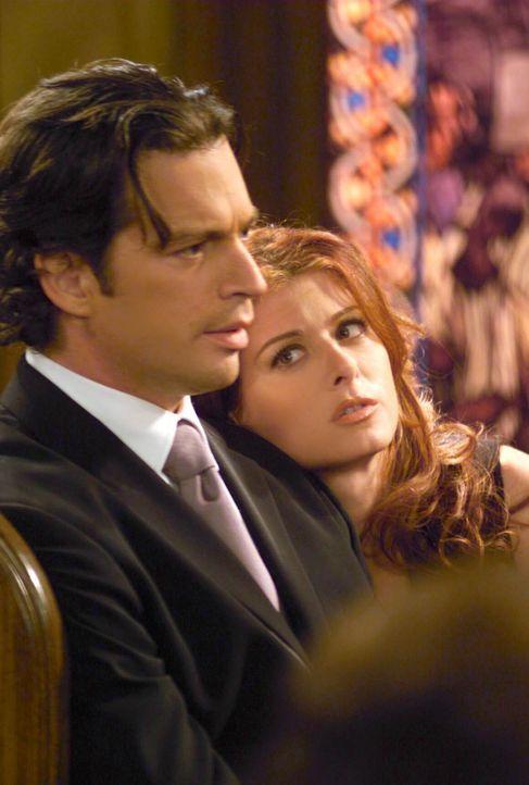 Während Grace (Debra Messing, r.) überlegt, ob sie Leo (Harry Connick Jr., l.) zu einem Einsatz in die Dritte Welt begleiten soll, macht Karen Bek... - Bildquelle: NBC Productions
