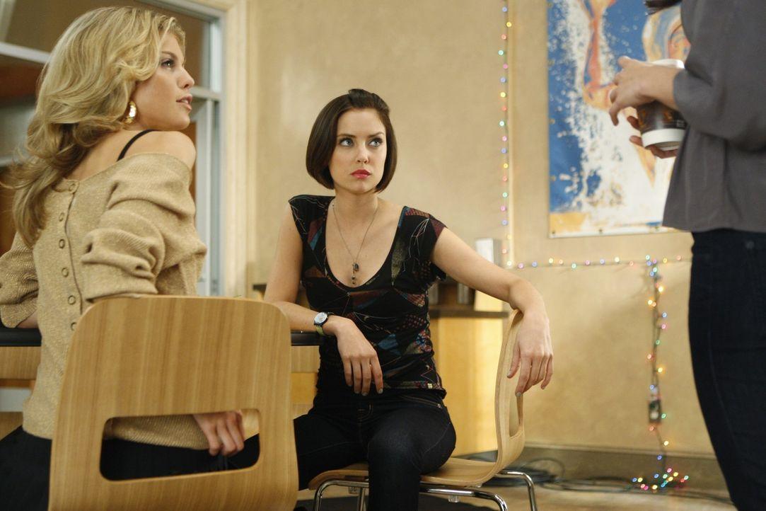Naomi (AnnaLynne McCord, l.) und Silver (Jessica Stroup, r.) immernoch die kalte Schulter - werden sie ihr irgendwann verzeihen können? - Bildquelle: TM &   CBS Studios Inc. All Rights Reserved
