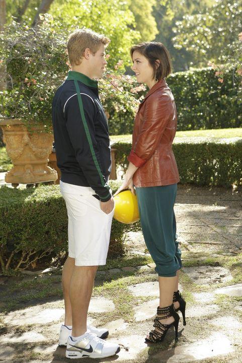 Noch strahlen Teddy (Trevor Donovan, l.) und Silver (Jessica Stroup, r.) - doch das wird sich schon bald ändern... - Bildquelle: TM &   CBS Studios Inc. All Rights Reserved
