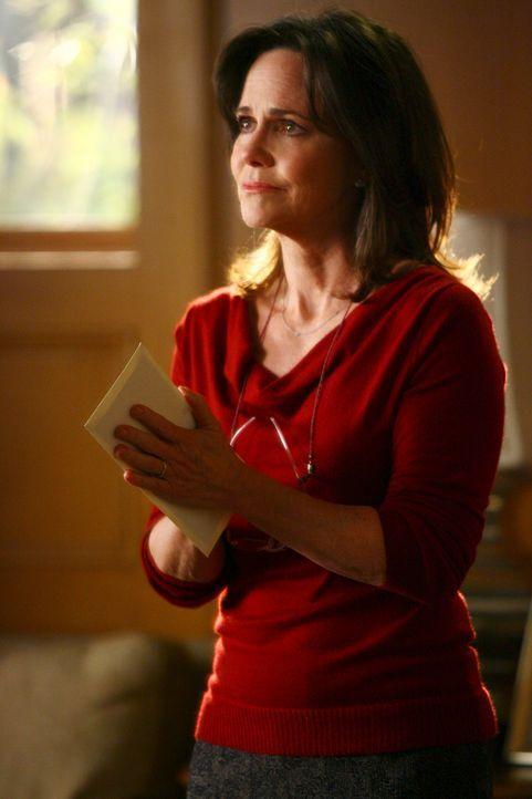 In einem Brief an Nora (Sally Field) entschuldigt sich William für sein Verhalten und betont gleichzeitig, dass seine Familie mit Nora das beste un... - Bildquelle: Disney - ABC International Television
