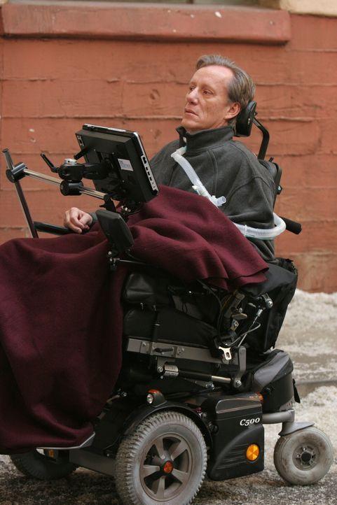 Dr. Nate Lennox (James Woods) ist durch seine bereits weit fortgeschrittene Krankheit an den Rollstuhl gefesselt, kann nur noch mit Hilfe seines Com... - Bildquelle: Warner Bros. Television
