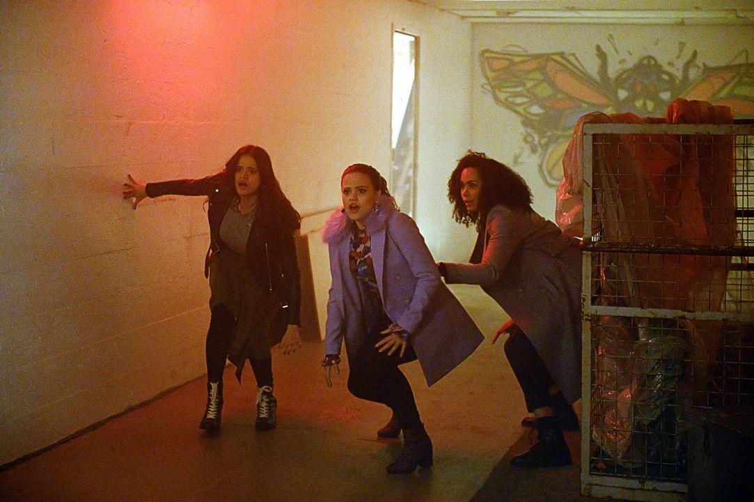(v.l.n.r.) Mel Vera (Melonie Diaz); Maggie Vera (Sarah Jeffery); Macy Vaughn (Madeleine Mantock) - Bildquelle: Diyah Pera 2018 The CW Network, LLC. All Rights Reserved. / Diyah Pera
