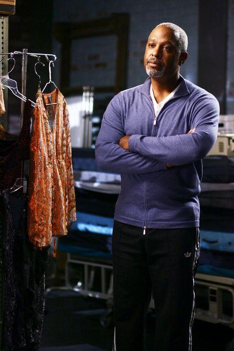 Hat sein Büro zu seiner Schlafgelegenheit gemacht: Dr. Webber (James Pickens Jr.) ... - Bildquelle: Touchstone Television