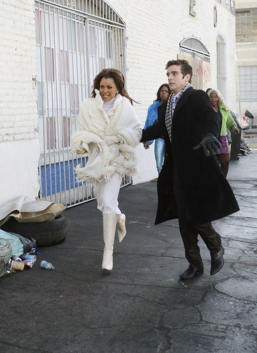 In einer misslichen Lage: Wilhelmina (Vanessa Williams, l.) und Marc (Michael Urie, r.) ... - Bildquelle: Buena Vista International Television