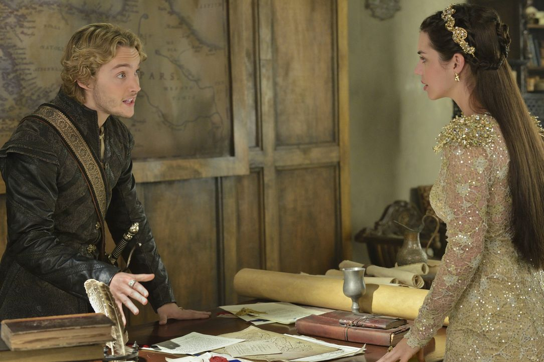 Narcisse Erpressungsmanöver führt zu einem großen Streit zwischen Mary (Adelaide Kane, r.) und Francis (Toby Regbo, l.) ... - Bildquelle: Ben Mark Holzberg 2014 The CW Network, LLC. All rights reserved.