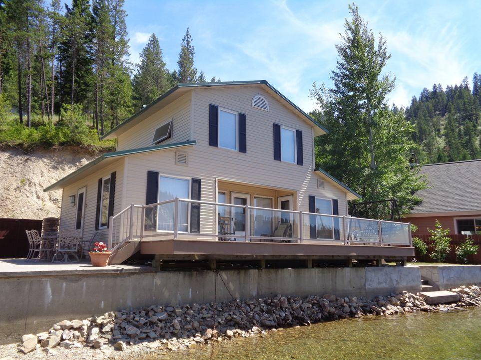Elk's Overlook hat mit seinem Glasgeländer die perfekte Sicht auf den See. Doch auch diese Immobilie hat nicht den von Bilie und Kevin gewünschten S... - Bildquelle: 2015,HGTV/Scripps Networks, LLC. All Rights Reserved
