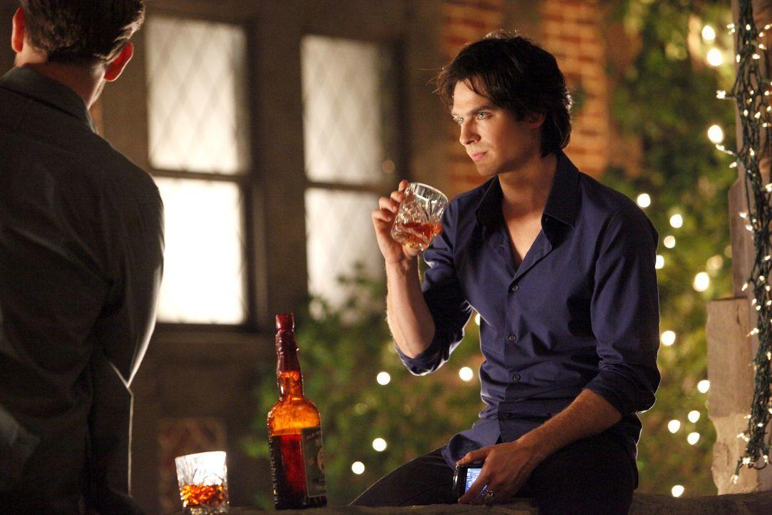 Feiert zusammen mit Elenas Freunden ihren 18. Geburtstag: Damon (Ian Somerhalder) - Bildquelle: © Warner Bros. Entertainment Inc.