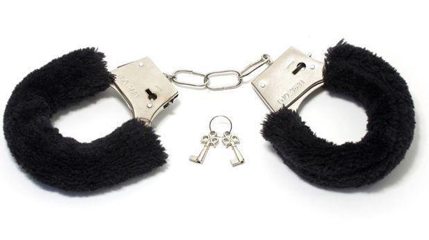 Sexspielzeug Handschellen mit schwarzem Plüsch