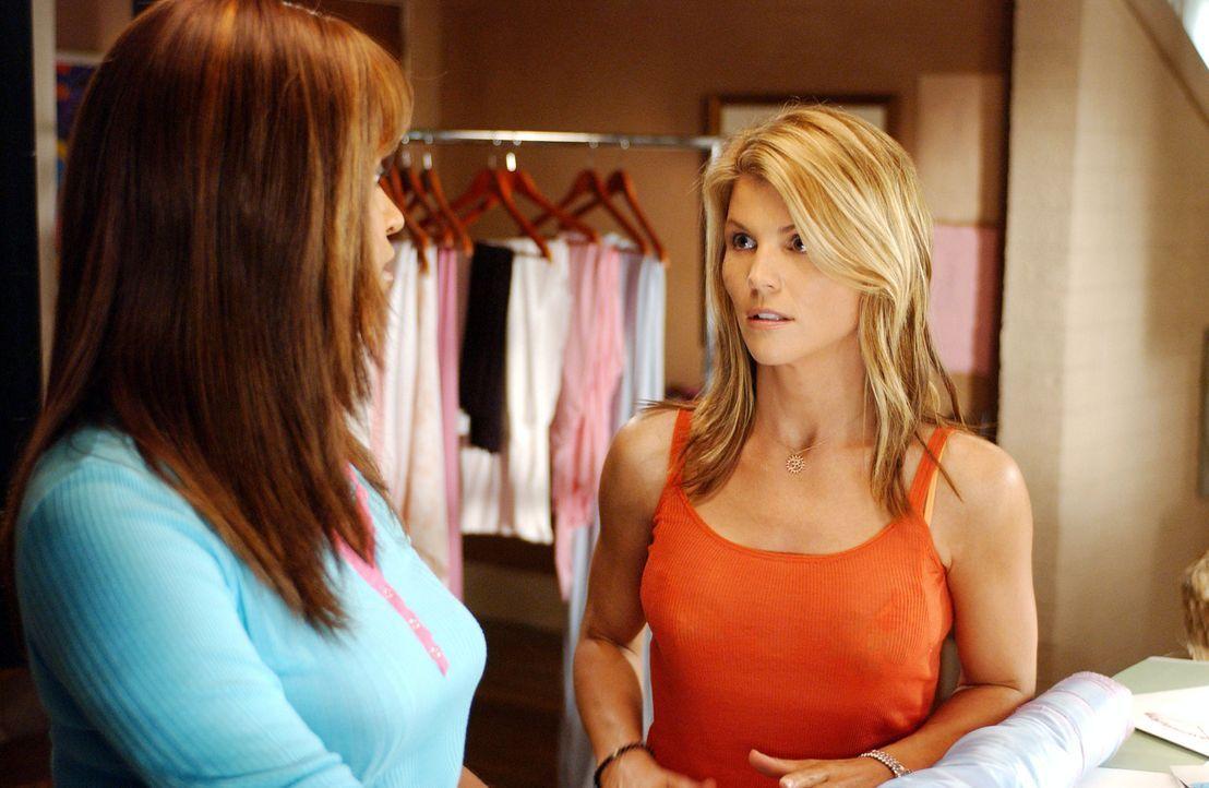 Gemeinsam mit ihrer besten Freundin Susanna (Merrin Dungey, l.) möchte Ava (Lori Loughlin, r.) ein eigenes Modelabel auf die Beine stellen ... - Bildquelle: CBS Television