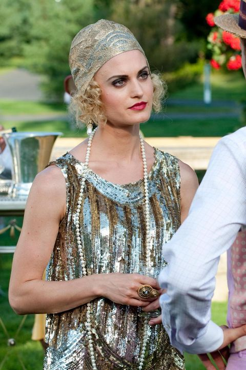 """Ein sehr exklusiver Club veranstaltet eine """"Gatsby-Party?. Wird Paige (Brooke D'Orsay) es bereuen, Evan eingeladen zu haben? - Bildquelle: Universal Studios"""