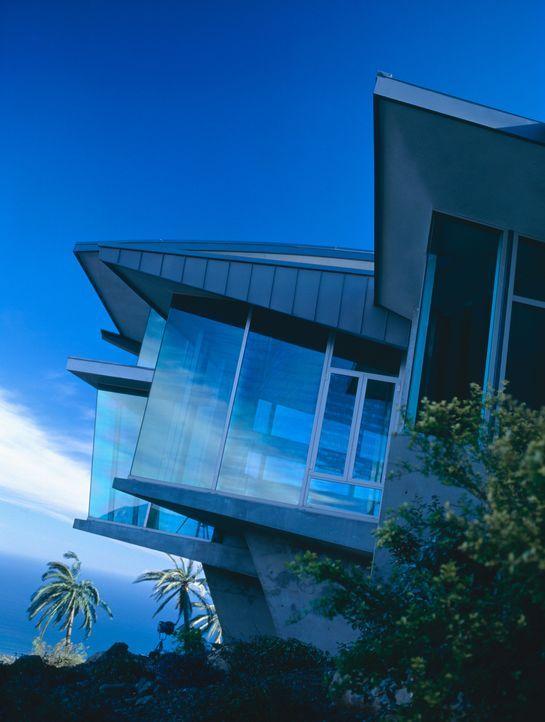 Das moderne Strandhaus der Familie Glass steht auf tönernen Füßen ... - Bildquelle: 2003 Sony Pictures Television International. All Rights Reserved.