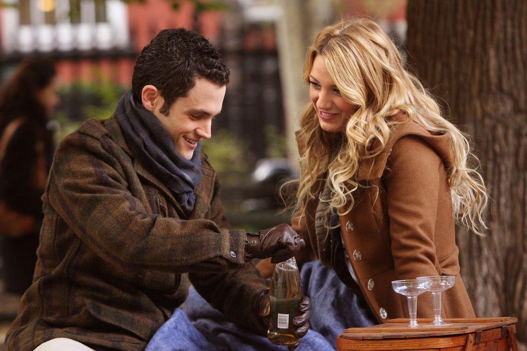 Ihre Bindung wird immer enger: Dan (Penn Badgley, l.) und Serena (Blake Lively, r.) genießen das gemeinsame Liebesglück ... - Bildquelle: Warner Brothers