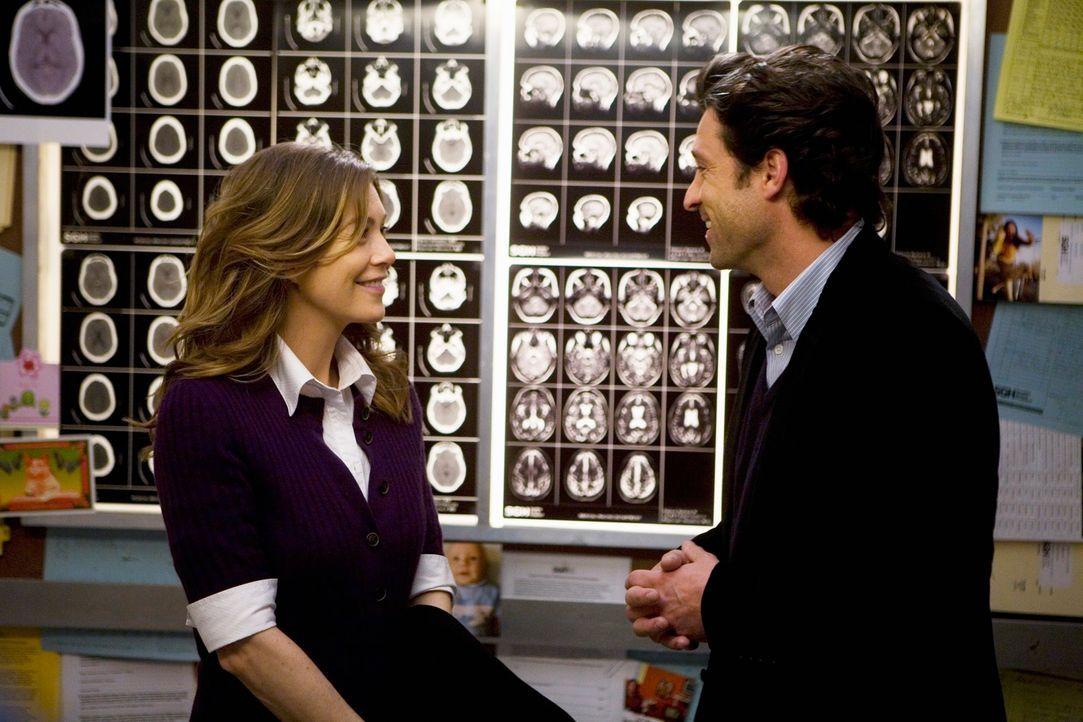 Derek (Patrick Dempsey, r.) hat den Fahrstuhl mit CT-Bildern ihrer gemeinsamen Operationen ausgestattet. Meredith (Ellen Pompeo, l.) ist beeindruckt... - Bildquelle: Touchstone Television