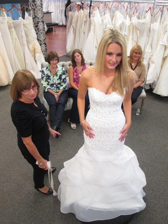 Natalie sucht nach einem Kleid, dass auch die Zustimmung ihrer Mutter erhält, während Brenna unbedingt ein Vera Wang Kleid haben möchte, doch in ihr... - Bildquelle: TLC